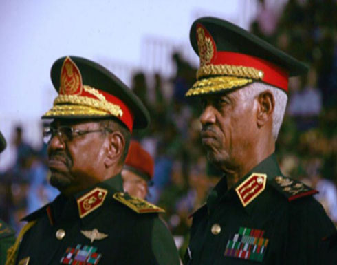 رئيس المجلس العسكري الانتقالي في السودان يتنازل عن منصبه هو ونائبه