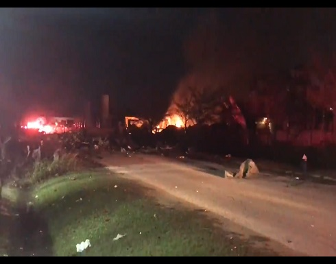 وسائل إعلام أمريكية: انفجار في أحد المباني الصناعية في مدينة هيوستن بولاية تكساس ( فيديو )