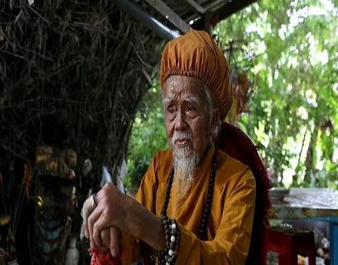 فيتنامي عمره 92 عاما وطول شعره 5 أمتار .. صور وفيديو