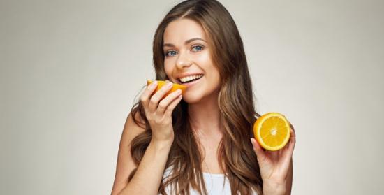 قائمة بأفضل الأطعمة التي تضمن لكِ الحفاظ على صحة شعرك وحيويته