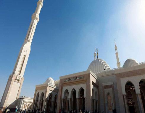 شاهد .. السيسي يفتتح مسجدا ضخما وأكبر كاتدرائية