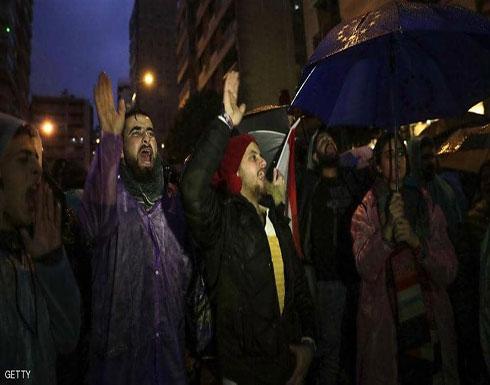 تحت المطر.. الغضب اللبناني لا يزال مشتعلا ضد حكومة دياب