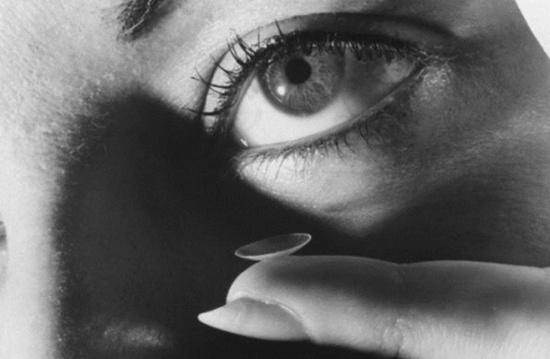 العدسات اللاصقة... محاذير عند استخدامها..هل تسبب العمى؟