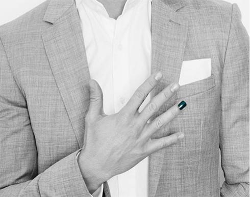 بالصور.. ممثل سوري يثير جدلاً بوضعه طلاء أظافر