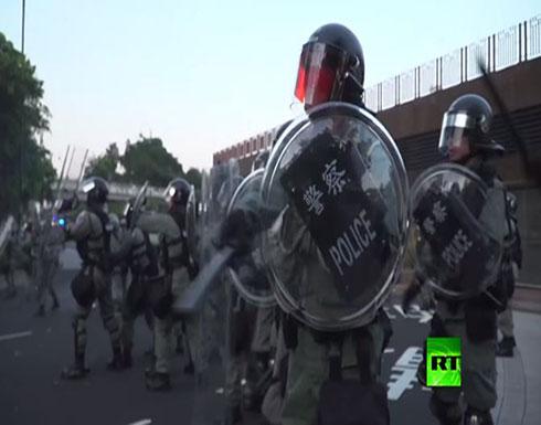 بالفيديو : شرطة هونغ كونغ تستخدم الغاز المسيل للدموع لتفريق المحتجين