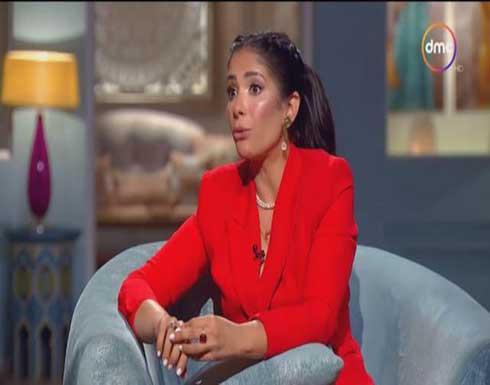 منى زكي تكشف سبب رفض أهلها زواجها من أحمد حلمي (فيديو)