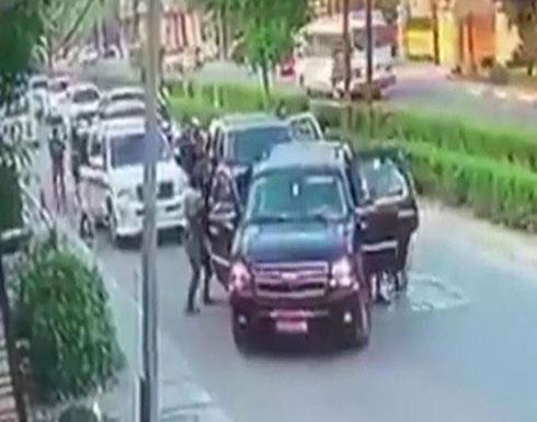 شاهد : اختطاف مسؤول في وزارة الداخلية العراقية