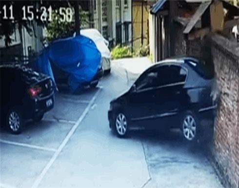 بالفيديو : ليسوا فقط نساء.. شاهدوا أسوأ حوادث بسبب غباء سائقي السيارات