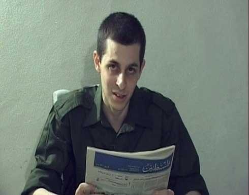 مشاهد جديدة توثق حياة شاليط داخل الأسر بغزة .. صور