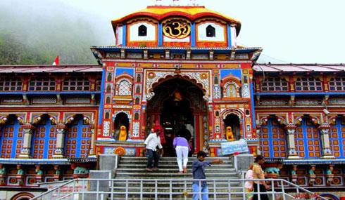 انهيارات أرضية تحاصر 13 ألف شخص قرب معبد هندوسي