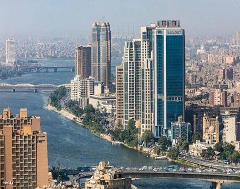 مصر وتوقعات إيجابية بخفض العجز ونمو الاقتصاد