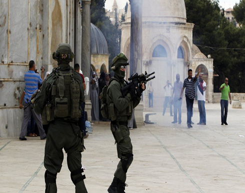 إصابات باعتداء الاحتلال على مصلين قرب باب الأسباط بالقدس