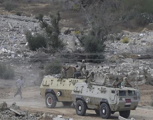 الجيش المصري يقتل 16 مسلحا ويفجر 3 سيارات دفع رباعي في سيناء