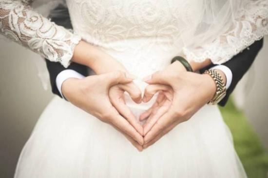 تقاليد أعراس مضحكة في العالم العربي.. وهذا ما يجري في لبنان!