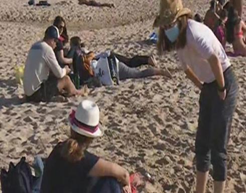 شاهد.. لبنانيون يستجمون على الشاطئ.. ويضربون كورونا بعرض الحائط