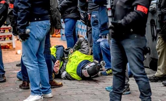 الشرطة الفرنسية تعلن القبض على 34 شخصا خلال احتجاجات السترات الصفراء في باريس
