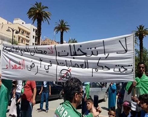 بالفيديو..طلبة الجزائر أمام البرلمان: لا انتخابات تحت حكم العصابات