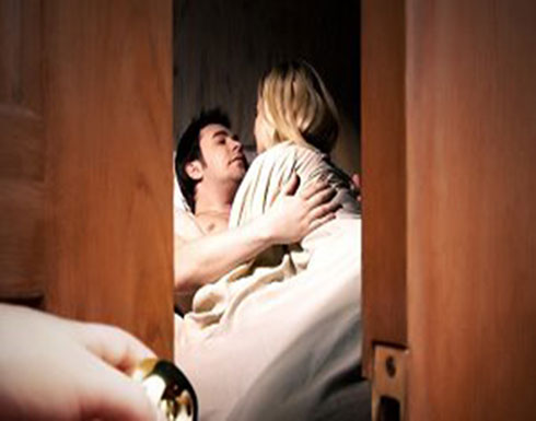 امرأة عربية تطلب الخلع من زوجها بسبب فحولته الزائدة (تفاصيل مدهشة)
