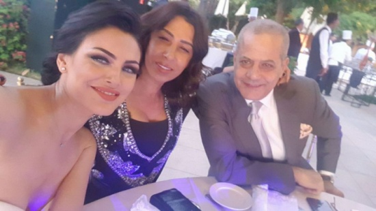 بالفيديو – من هي الفنانة التي اشعلت حفل زفاف برقصها مع محمد امام؟!