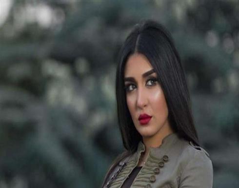 شاهد : فستان قصير وطربوش أحمر.. جيهان خليل بإطلالة جذابة فى الصحراء