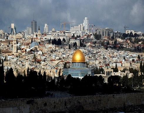 شاهد : حظر التجول في بلدة حزما شمالي القدس بعد تسجيل إصابة بكورونا