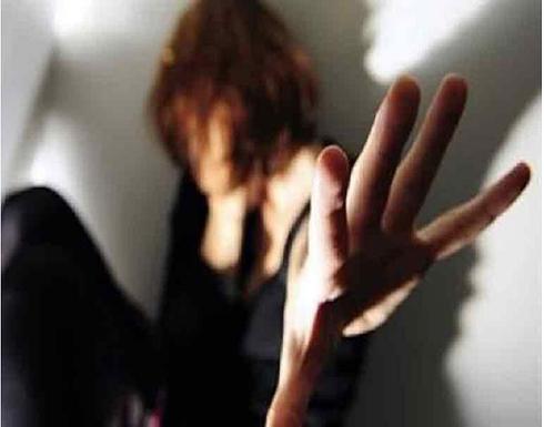 جريمة بشعة.. عصابة مسلحة تختطف فتاة وتصور لحظة الاعتداء عليها
