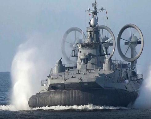 شاهد : أكبر سفينة على وسادة هوائية تطلق النار على أهداف بحرية وجوية