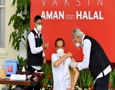 """إندونيسيا تخالف العالم.. حملة تطعيم ضد كورونا """"عكس السير"""""""