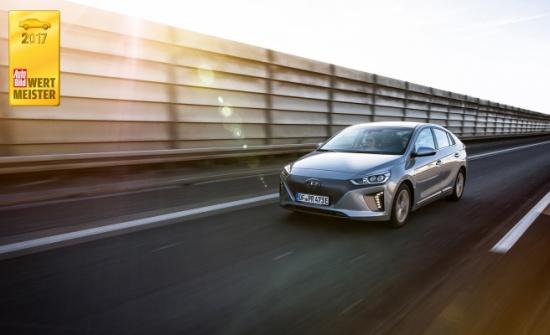 """""""أيونك إلكتريك"""" أكثر السيارات الكهربائية قيمة فازت بالجائزة الأولى في فئة السيارات الكهربائية"""