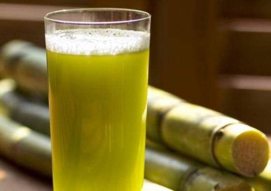 أنظر ماذا يفعل شرب كوب واحد من عصير القصب في جسم الانسان