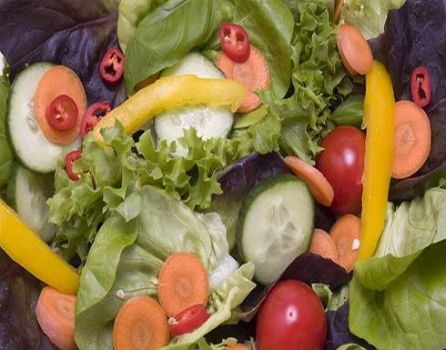 تناول بعض الخضروات النيئة يؤثر على عمل الأمعاء