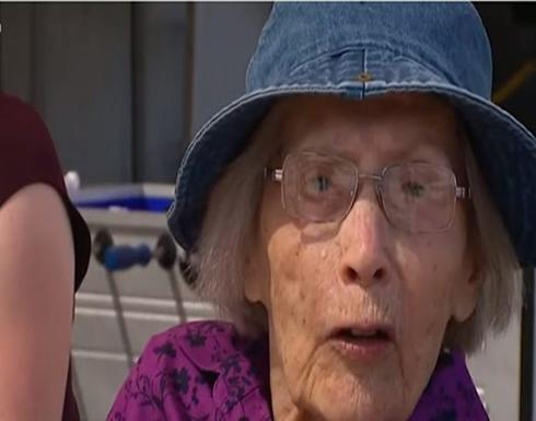 """فيديو : عجوز بعمر 103 أعوام تدخل """"غينيس"""" بالقفز بالمظلة"""