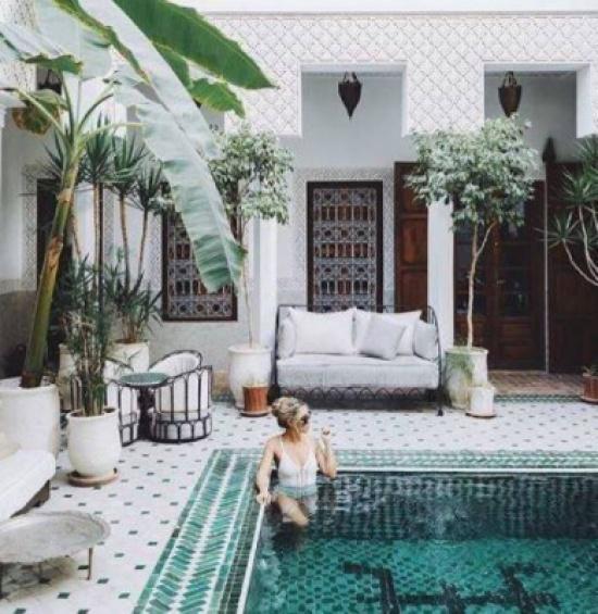 """مسبح في فندق مغربي يغزو """"انستغرام"""".. ويثير الجدل!"""