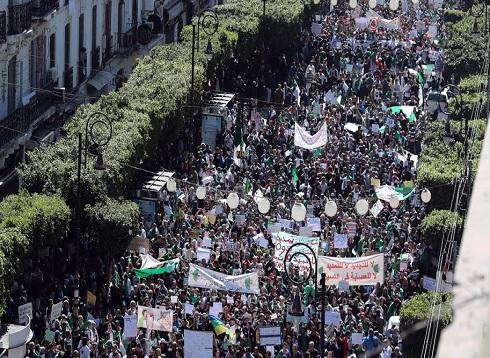 أوسع مظاهرات تعم الجزائر في الجمعة الرابعة للاحتجاجات
