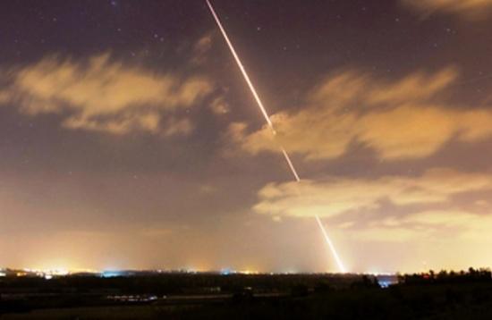 """شاهد بالفيديو .. اطلاق صواريخ على مستوطنات """"غلاف غزة"""""""