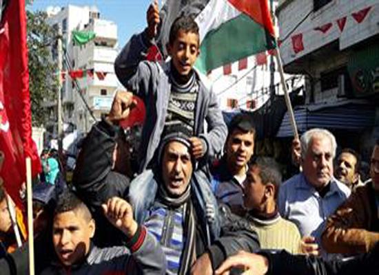 مسيرة بغزة تنديدا باستمرار أزمة الكهرباء