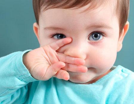 كيف تميز بين نزلة البرد والحساسية لدى طفلك؟