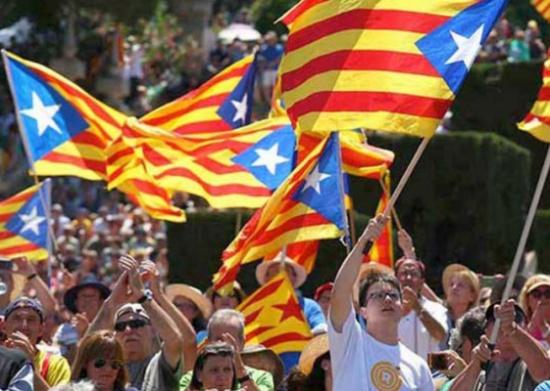 المحكمة الدستورية الإسبانية توقف العمل بقانون ثان مرتبط باستفتاء كتالونيا
