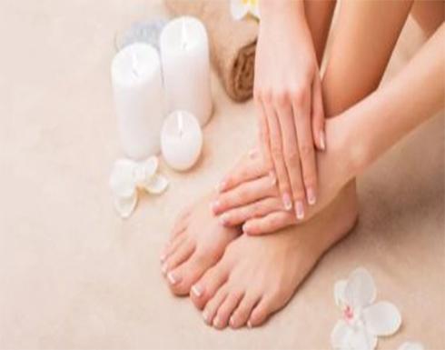 """4 وصفات طبيعية لترطيب القدمين فى الشتاء.. """"سهلة ومضمونة"""""""