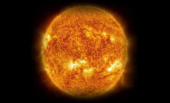 مخاوف من عاصفة شمسية ضخمة تضرب الأرض وتنهي الإنترنت بالعالم
