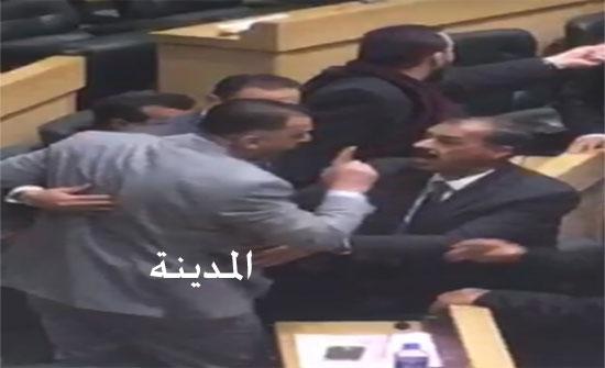 بالصور : ملاسنة بين الفناطسة وابو هديب بسبب البدور