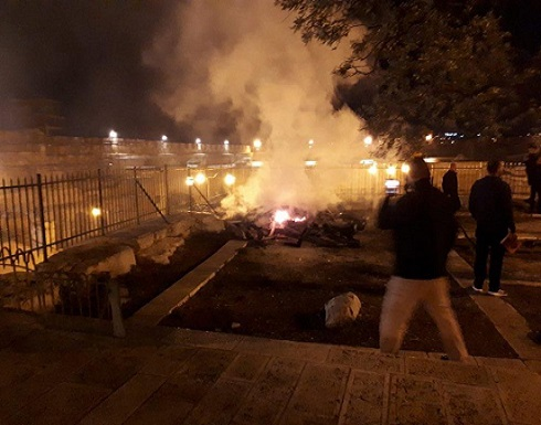 """اوقاف الاقصى:حريق ساحة المرواني نتيجة """"عبث الفتيان بالنار"""""""