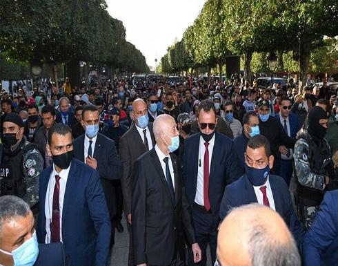 شاهد : قيس سعيد يلتقي التونسيين بالشارع
