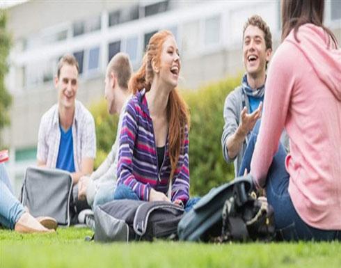 """طالبة تثير ضجّة.. أنهت """"الثانوية"""" وقُبلت في 31 جامعة! (صورة)"""