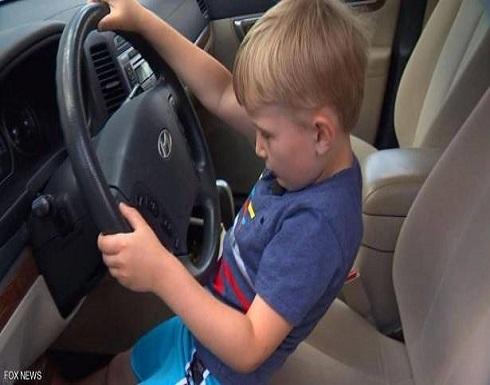 """سيارة دفع رباعي.. طفل """"يفعل المستحيل"""" من أجل الحلوى"""