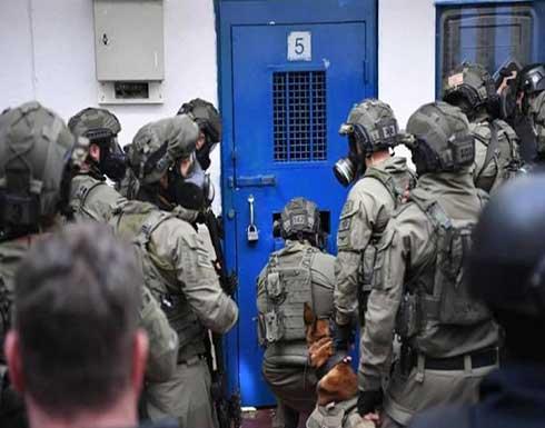 الاحتلال يشرع في عملية واسعة بالسجون بحثا عن أنفاق