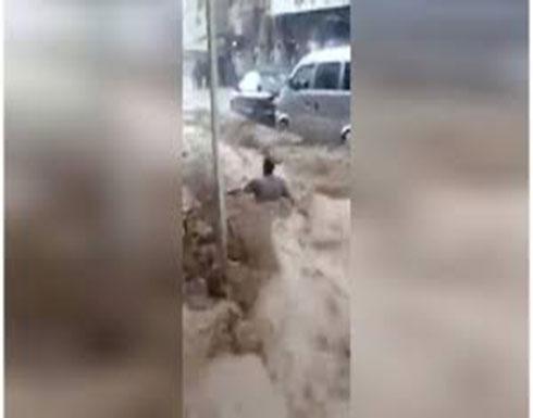 شاهد : سيول وسيارات غارقة مشاهد مرعبة للطقس السيئ في لبنان