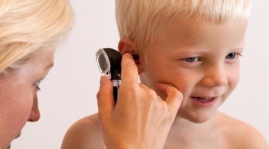 كيف تواجه آلام الأذن المصاحبة للزكام لدى طفلك؟
