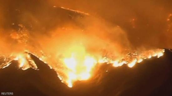 بالفيديو.. حرائق هائلة تهدد مئات المنازل في كاليفورنيا