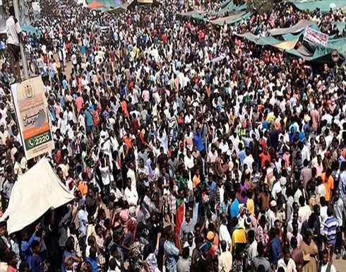 السودان.. توافد الآلاف على الاعتصام أمام مقر قيادة الجيش